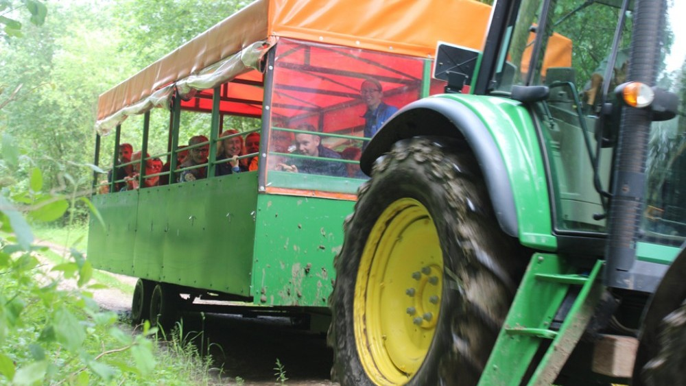 tractor and trailer ride, open day, base camp, farm, field, nursery, greatwoodfarm, boothby pagnell, woods